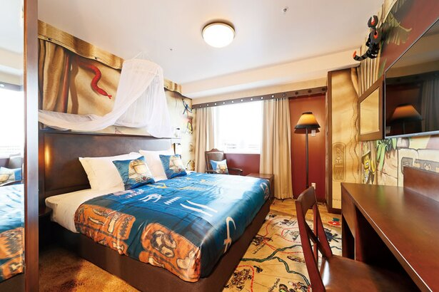 アドベンチャースイートAの寝室。天蓋付きベッドなど、エジプトらしいインテリアが非日常感を演出
