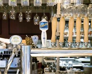日比谷サローでは選りすぐりのビールが楽しめる