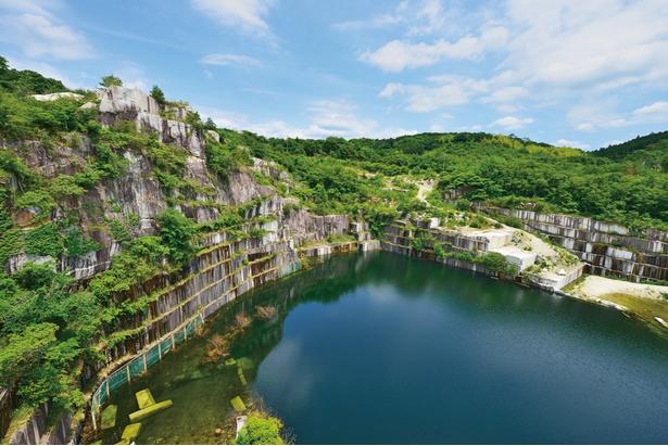 石切山脈で日本の礎を築いた壮大な石の屏風に思いをはせてみて