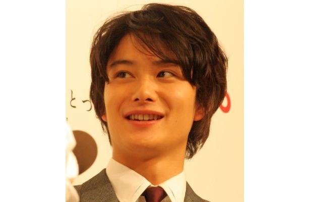 CMではビジネスマンを演じた岡田将生さん