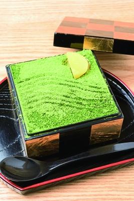 【写真を見る】「枯山水ティラミス」¥780。こだわりのお茶とのセット¥1,230もおすすめ