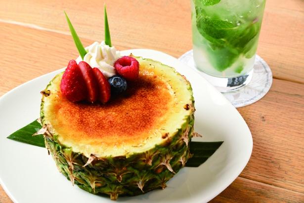 「パイナップルのクレームブリュレ」¥1,700。生クリームをふんだんに使った濃厚なカスタードに、パイナップルの酸味が効いて美味