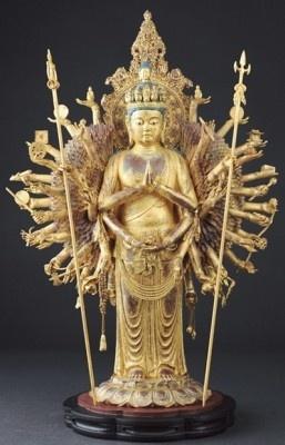 【写真】リアル仏像「千手観音」は金箔使用でキラッキラ!