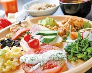 野菜は味も濃く、歯応えもしっかり。ソーセイジは本場仕込みの味わい
