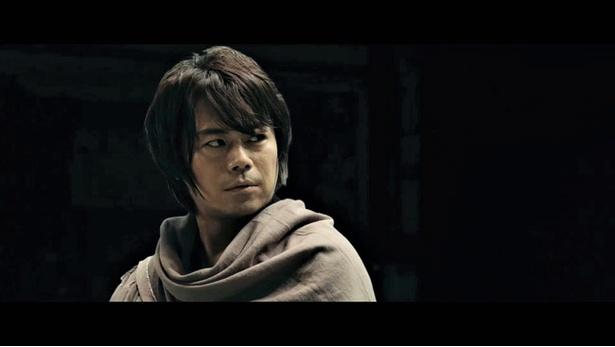 【写真を見る】浪川大輔演じる矢作は、古武術や格闘技を極めた武術家探偵!