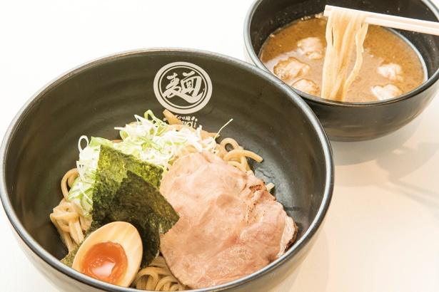 つけ麺 Tetsuji / 「もつつけ麺(白)」(880円)。モツと魚介オンリーのダシが特徴