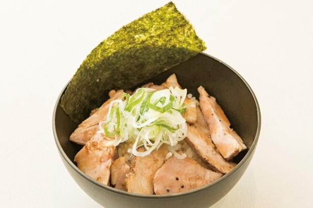 つけ麺 Tetsuji / レアチャーシューがたっぷりのった「ミニチャーシュー丼」(200円)