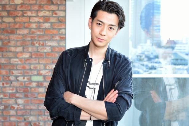 そう語るのは、今年デビュー10周年を迎える俳優の三浦翔平だ。AbemaTV制作の新ドラマ「会社は学校じゃねぇんだよ」では、ギャル男から起業家に転身した主人公を演じる