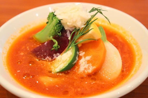 ボルシチスープで煮込んだ農家野菜とプレミアムポークのシュー・ファルシー ~サワークリームに仕立てた氷のコンソメ飾り~の試食