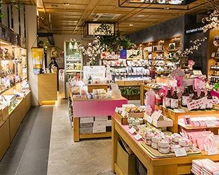 三重テラスは日本橋の商業施設「YUITO ANNEX」内。1階がショップ&レストラン。2階はイベントスペースになっている