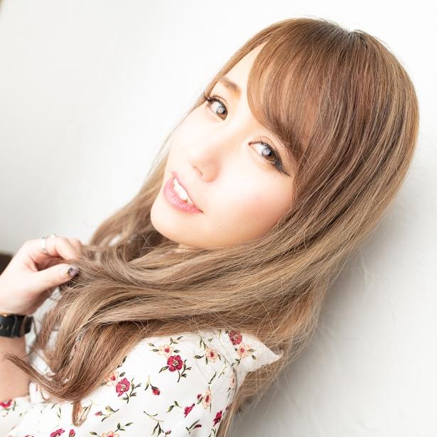 【写真を見る】声優の逢坂美華