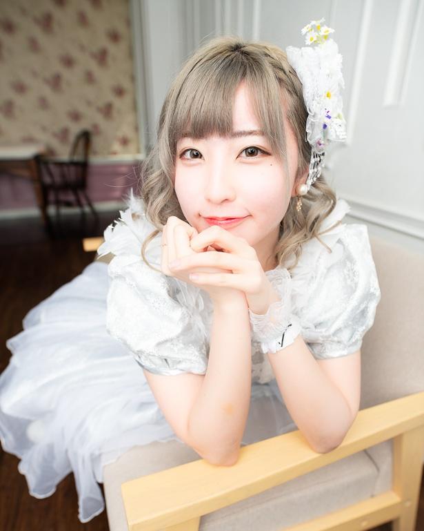 桜井ゆいが所属する8人組アイドルグループJewel☆Neigeは、1stシングル「白い雪とマーガレット」をリリースし、オリコン総合デイリーチャートで1位を獲得した
