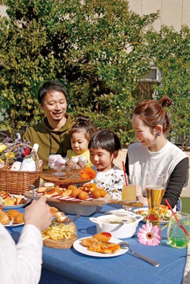 イチゴのショートケーキ風アイスなどもあり、家族連れにもグッド/うめだ阪急ビアガーデンマルシェ