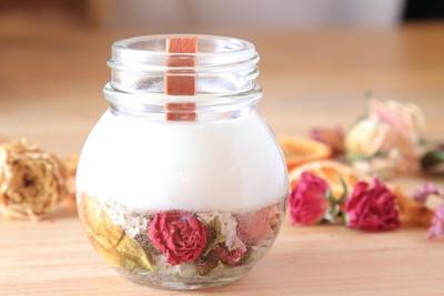 好きな香りと花で作れるアロマ&ボタニカルキャンドル体験料4000円(お茶、スイーツ込み)