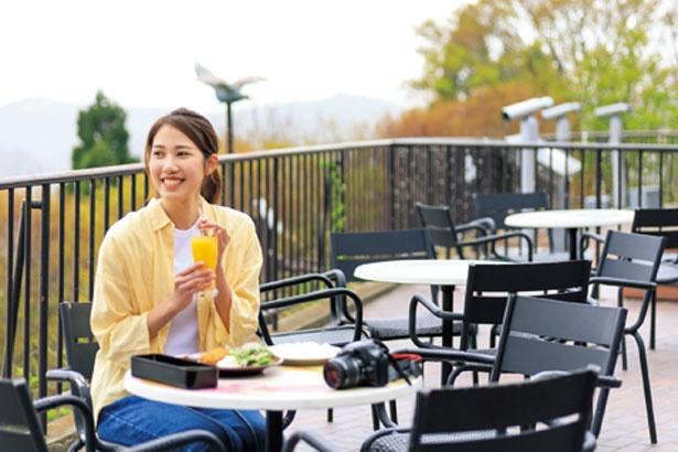 気候のよい日に人気なテラス席/TENRAN CAFE