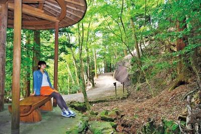 あずまや風のベンチが設置されている/中水谷休憩舎