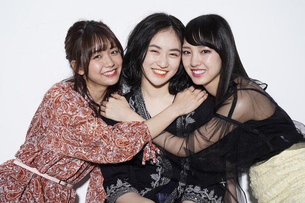 おしゃれ大好きな3人がファッショントーク♪ 左から宮崎由加(Juice=Juice)、佐々木莉佳子(アンジュルム)、飯窪春菜(モーニング娘。'18)