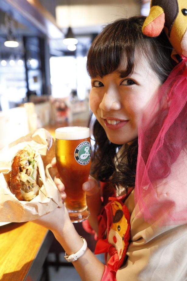 「ハンバーガーとビール! 最強の組み合わせ」