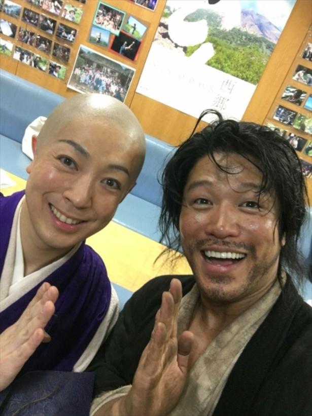 鈴木は第16回(4月29日放送)後にもブログで月照役・尾上菊之助との2ショットをアップした