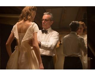 少年の時、再婚する母親のためにウェディングドレスを作った主人公・レイノルズ(ダニエル・デイ=ルイス)。それ以来、ドレスしか愛せないようになっちゃったようです…