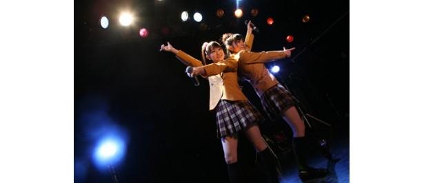 【写真】ゆいかおりの小倉唯と石原夏織も出演。アニメ「kiss×sis」の制服姿がかわいい!!