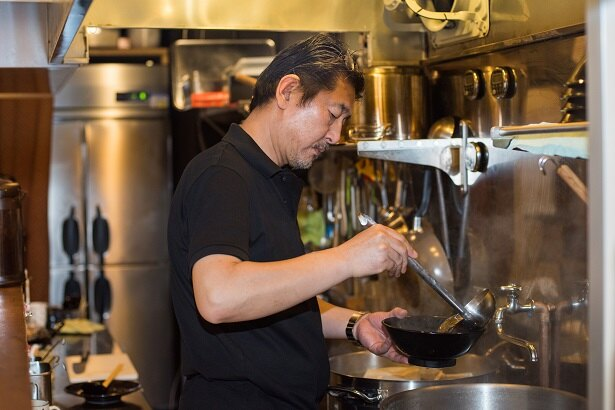 【写真を見る】スープは中華式のオーソドックスな清湯(チンタン)。中華料理は伊藤さんが最も得意とするジャンルだ