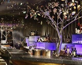 併設するステーキ&グリル「Peter」含め、夜には美しい東京のビル群の夜景も楽しめる