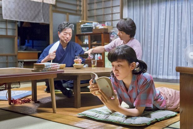 鈴愛は律が貸してくれる秋風の漫画を読破していく