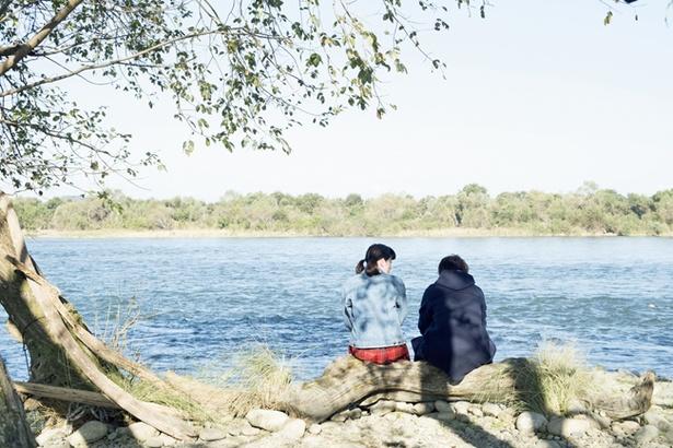 卒業を控えた鈴愛と律は、幼いころから遊んでいた河原で思い出と心境を語り合う