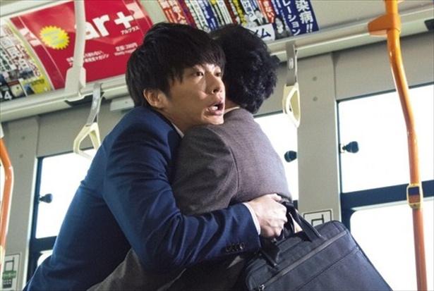 【写真を見る】春田(田中圭)が禁断の(?)扉を開けてしまった、第1話「OPEN THE DOOR」の名場面