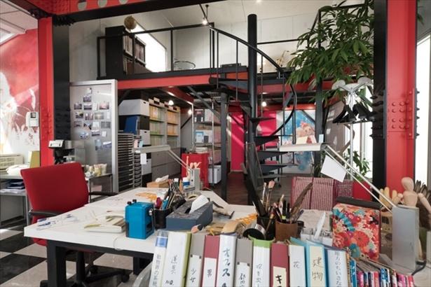 広々としてオシャレなオフィス。ここで華麗な漫画家アシスタント生活がスタートするはずが…