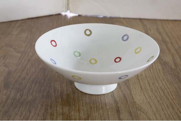【写真を見る】「B・B・B POTTERS」。波佐見焼「白山陶器」の「平形めし茶碗」(3240円)