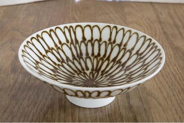 「B・B・B POTTERS」。波佐見焼「 白山陶器」の「平形めし茶碗」(3240円)