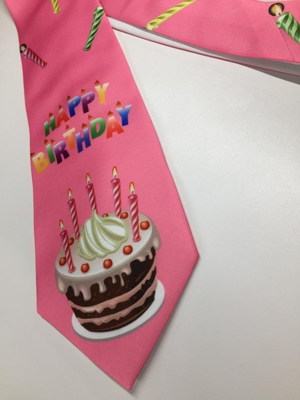 5/17に誕生日を迎える井ノ原を祝うかのごとく、ミタゾノがネクタイをしつらえるようなグラビアショットも必見!