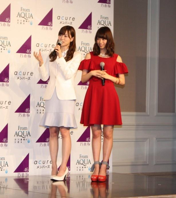 【写真を見る】西野七瀬、白石麻衣が、そろって美脚披露!