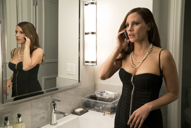 印象的なシャネルのパールネックレスは、モリー本人がお気に入りだった