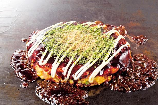 お好み焼きは、モチーズ、スジ牛などの変わりダネもあり
