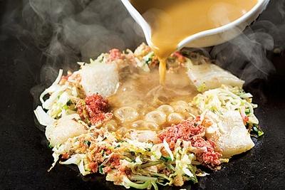 もんじゃは餅明太チーズとネギ塩カルビが人気だ