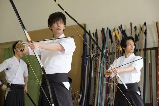 中村は撮影の合間に、佐藤からルービックキューブや知恵の輪、ピアノを教わっているという
