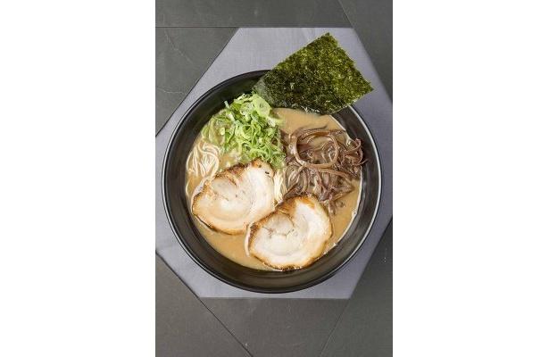 「羽釜屋」のとんこつラーメン(680円)