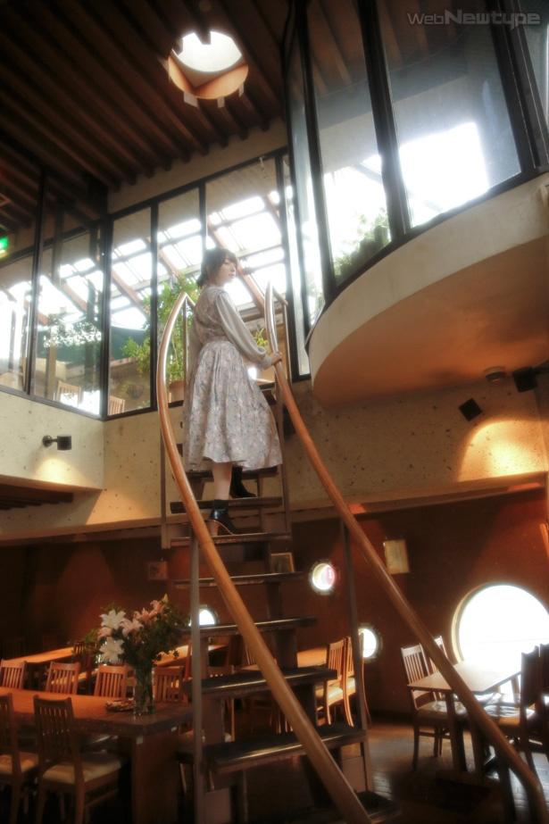 上田麗奈フォトコラム・穏やかな街にたたずむ不思議な映画館