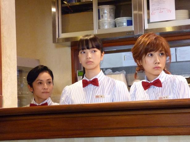 映画『恋は雨上がりのように』で小松奈菜がウェイトレスに!