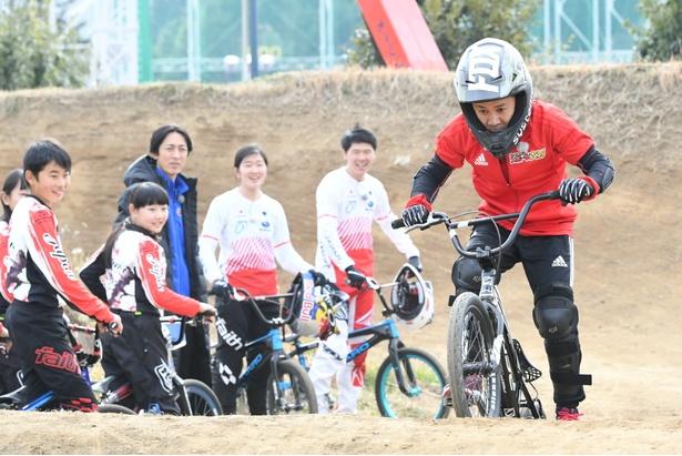 「BMX対決」には岡村隆史が参戦!