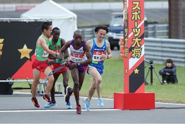 「陸上駅伝対決」では、ジョセフ・オンサリゴ選手、青木達哉選手が登場