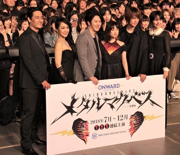 会見に登壇した橋本さとし、濱田めぐみ、尾上松也、大原櫻子、浦井健治、長澤まさみ(左から)