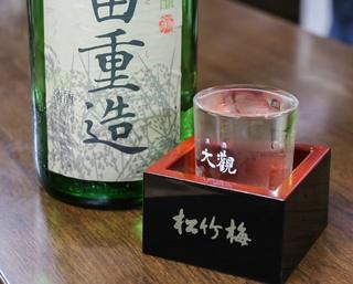 日本酒の定番は20種。毎月1日に販売するレアな日本酒を求めて訪れる客も多い