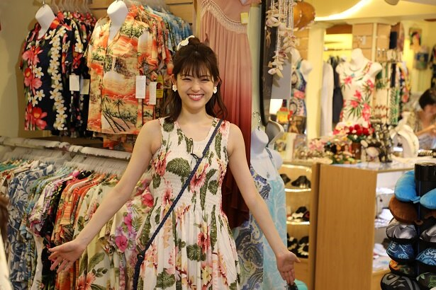 松村沙友理がアロハファッションにお着替え!