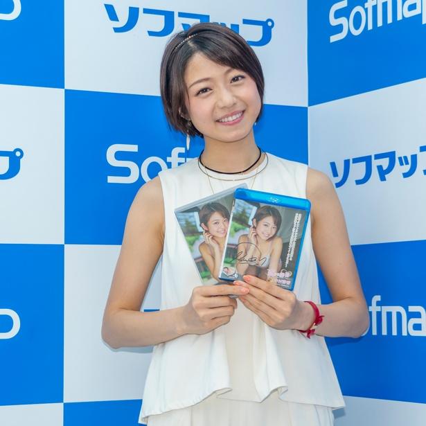 中村静香DVD&Blu-ray「恋する静香」は、株式会社笑夢より発売中