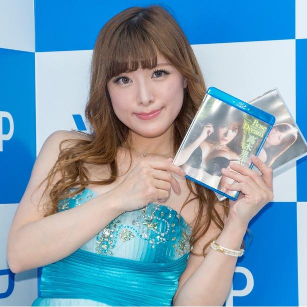 ファーストDVD&Blu-ray「Rose Dream」発売イベントに出席した高木里代子