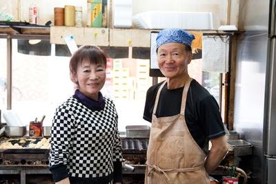 三島屋を守る2代目店主の平原健一さんとお姉さん
